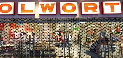 Verammelt für immer: Ein Großteil der Woolworth-Filialen muss schließen. In den anderen wollen potenzielle Investoren aber keine Kaufhäuser unter der Marke Woolworth betreiben