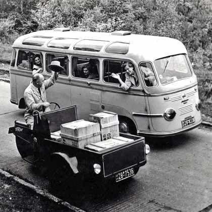 Generationentreffen: Frühe Tempo-Modelle wie das linke vorn hatten mit den heutigen Vorstellungen von einem Auto wenig zu tun - spätere wie der Kleinbus schon eher