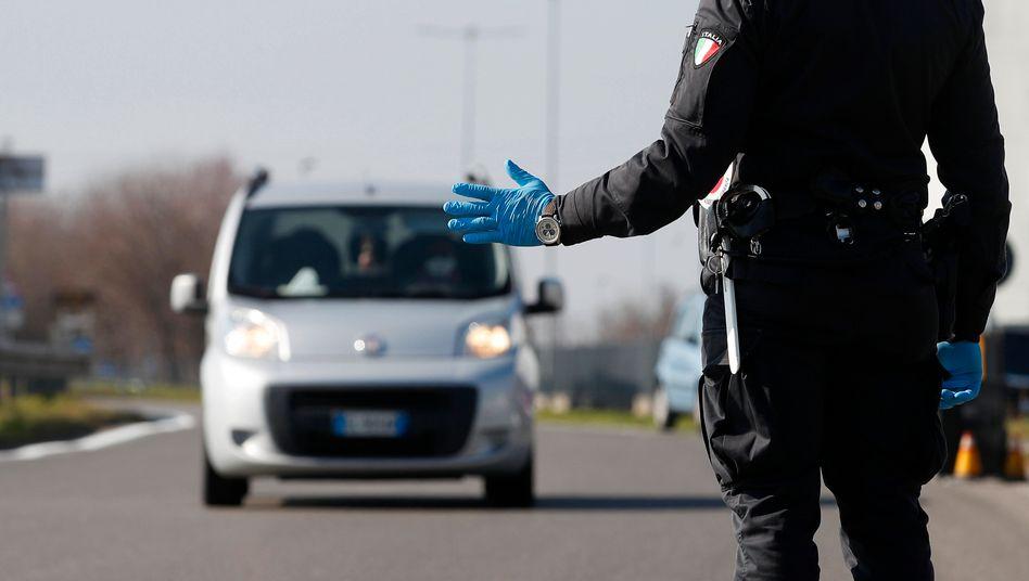 Zona rossa: Polizei-Checkpoint in Codogno bei Mailand Ende Februar 2020.