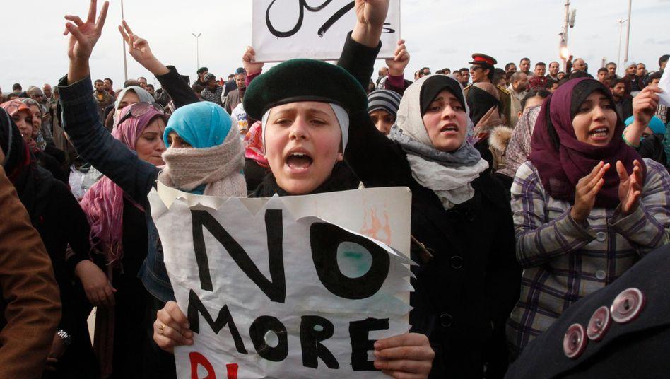 Libyen: Die Regimegegner demonstrieren auch am Donnerstag trotz der Gewalt durch Gaddafis Anhänger weiter