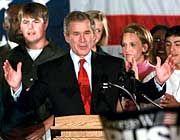 George W. Bush freut sich als Sieger bei den Republikanern