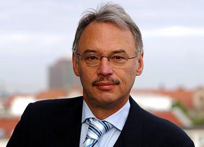 DGB-Vorstand Dietmar Hexel: Warnung vor dem doppelten Risiko