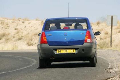Überholen möglich: Bei 162 km/h Höchstgeschwindigkeit ist Schluss für den Dacia Logan