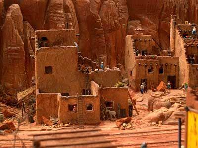 Arbeiterschließfächer: Amerikanische Wüstendörfer, verkehrsgünstig gelegen