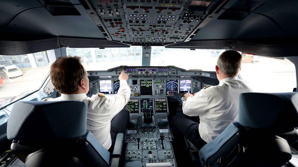 Halbe Sache: Die Piloten der Lufthansa wollen auf bis zu 50 Prozent ihres Gehalts verzichten.
