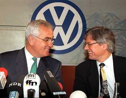 Schlüsselfigur: Der entlassene Personalchef der tschechischen VW-Tochter Skoda, Helmuth Schuster (rechts, mit Peter Hartz), soll sich ebenso wie Gebauer mit Hilfe verschiedener Tarnfirmen persönlich bereichert haben
