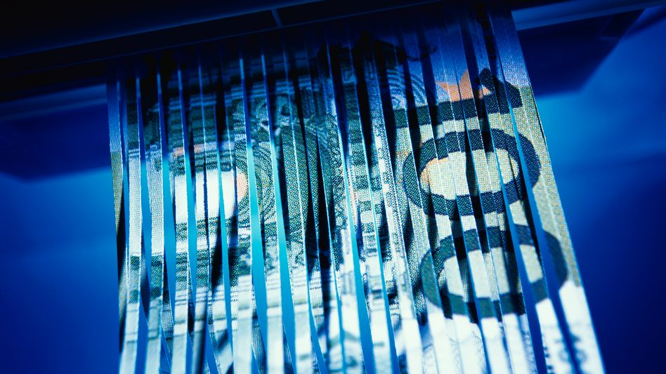 Angst um das Geld: Seit der Zypern-Krise verspüren Vermögensverwalter Zulauf. Reiche Kunden räumen schlecht verzinste Tagesgeldkonten bei ihrer Hausbank