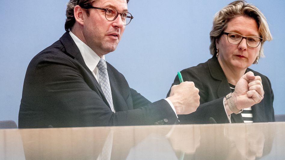 Auf Kabbel-Kurs: Verkehrsminister Andreas Scheuer (links) und Umweltministerin Svenja Schulze (rechts)