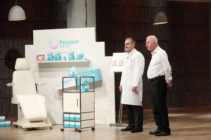 """Parodontcreme""-Gründer Dr. Med. Dent. Ismail Ãzkanli und sein Vater Hüsnü"
