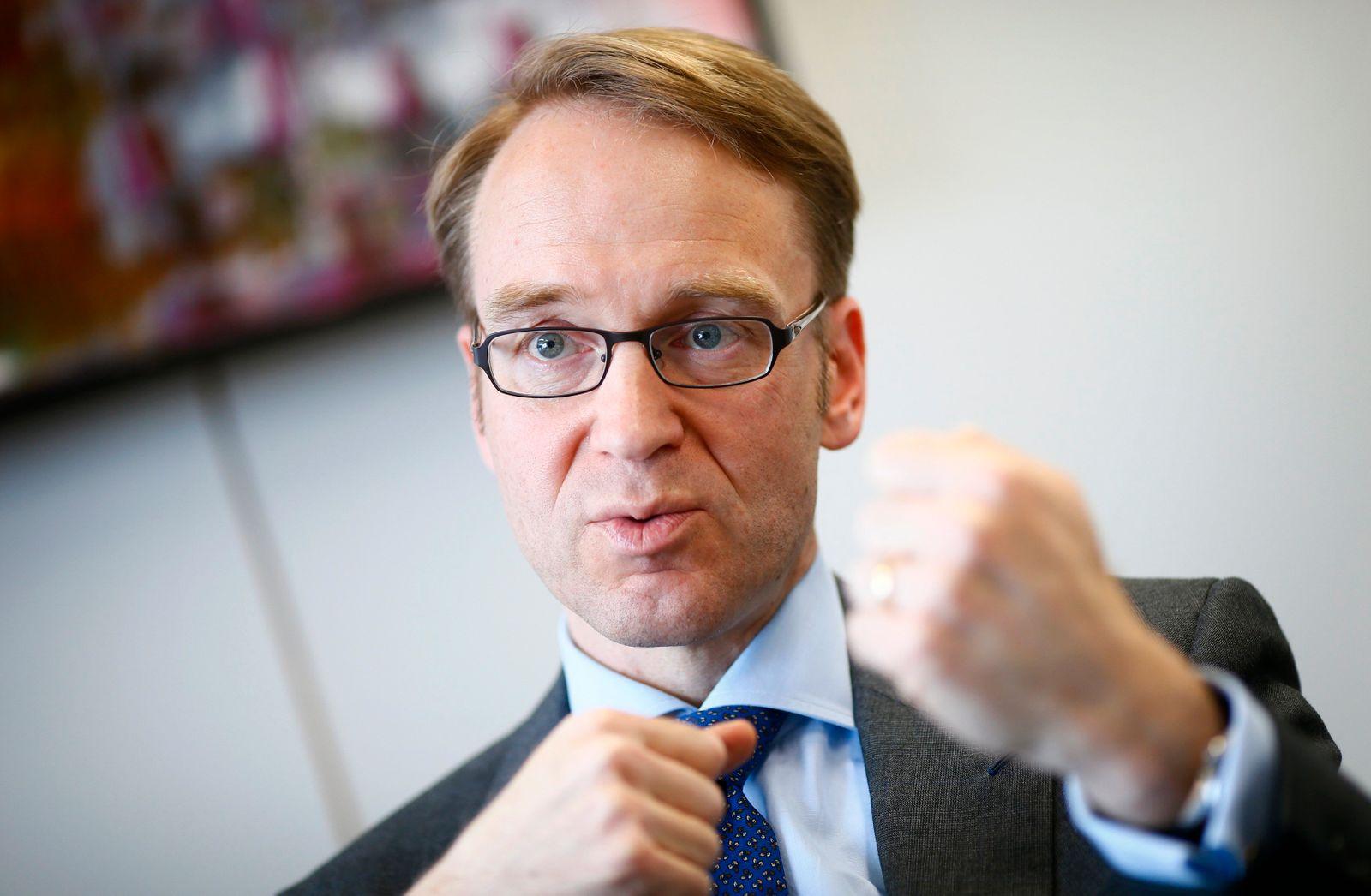 Jens Weidmann / gestikuliert