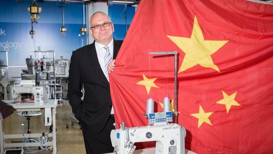Millionenkredit statt Jobabbau: Dietrich Eickhoff, Chef des Bielefelder Nähmaschinenherstellers Dürkopp Adler, hat mit den neuen Eignern aus China gute Erfahrungen gemacht