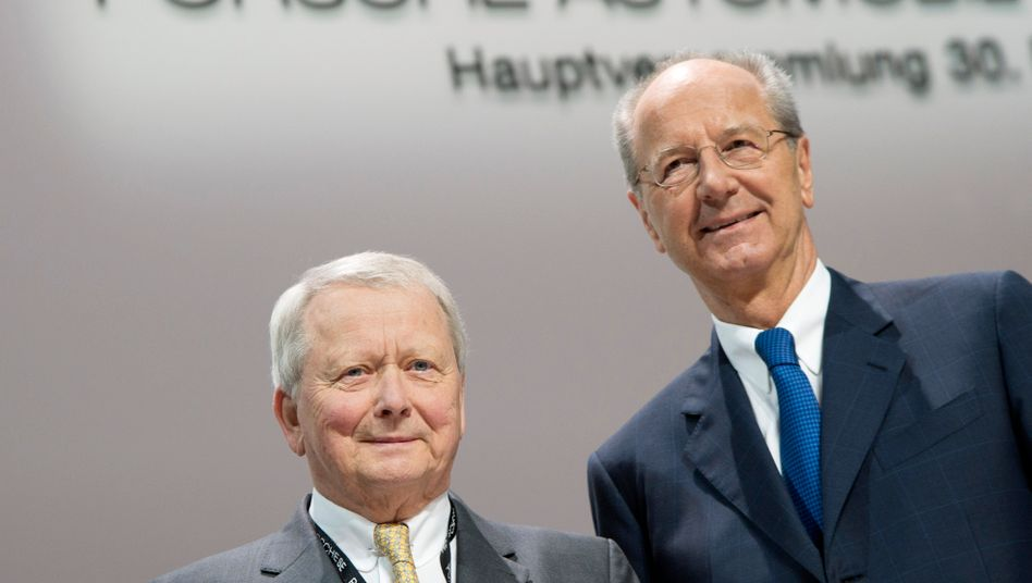"""Wolfgang Porsche (l.) und Hans Dieter Poetsch: """"Herr Pötsch hat unser volles Vertrauen; auch wenn das Gericht die Anklage zulässt."""""""