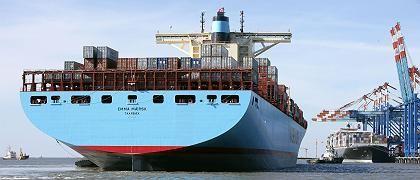 """""""Emma Maersk"""": Das Containerschiff der Maersk Line zählt mit 398 Meter Länge und 56,4 Meter Breite sowie einer Kapazität von 13.000 Containern zu den weltgrößten Containerschiffen. Dänemarks größter Konzern Moeller-Maersk will wachsen und besorgt sich dafür Geld am Kapitalmarkt"""
