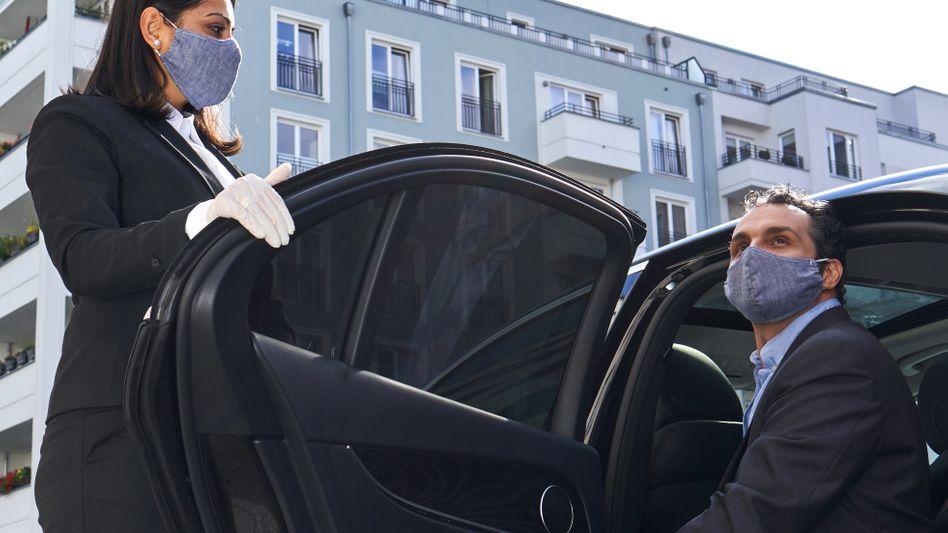 Selbstverständlich mit Maske: Der Limousinenservice Blacklane bietet gehobene Chauffeurdienste an und expandiert jetzt mit einem Zukauf in London