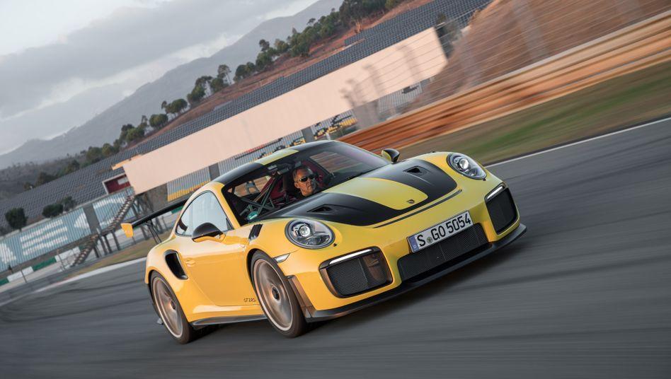 Klassiker: Der Porsche 911 ist eines der bekanntesten und erfolgreichsten Sportwagenmodelle der Welt - und Gegenstand des Urheberrechtsstreits vor dem Gericht in Stuttgart.