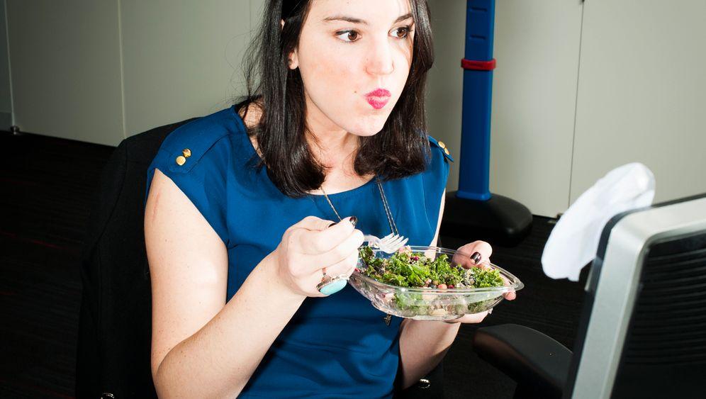 Desktop Dining: 24 Bilder aus der Lunchhölle