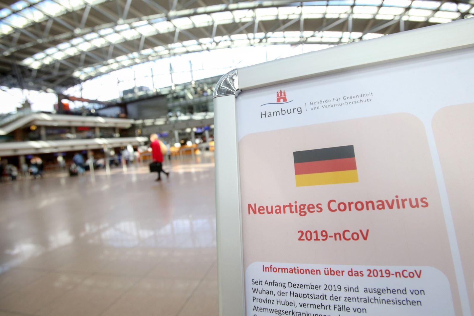 Coronavirus - Aufsteller am Flughafen Hamburg