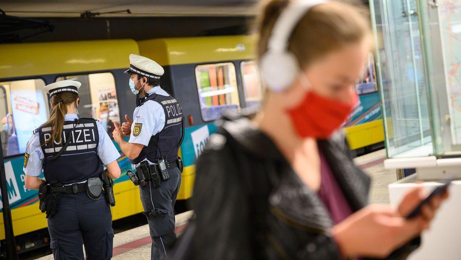 Maskenpflicht im Nahverkehr: In Deutschland geht die Zahl der Neuinfektionen deutlich zurück