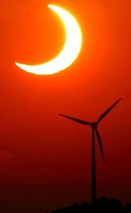 Sonnenfinsternis: So hell, dass es im Auge weh tut