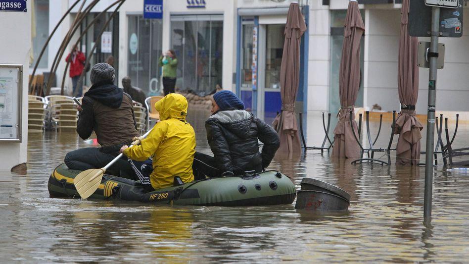 Überschwemmte Fußgängerzone: In Passau sinken die Pegel allmählich