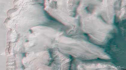 Berg und Tal: Eine Rot-Grün- oder Rot-Blau-Brille lässt die Aufnahme in drei Dimensionen erscheinen