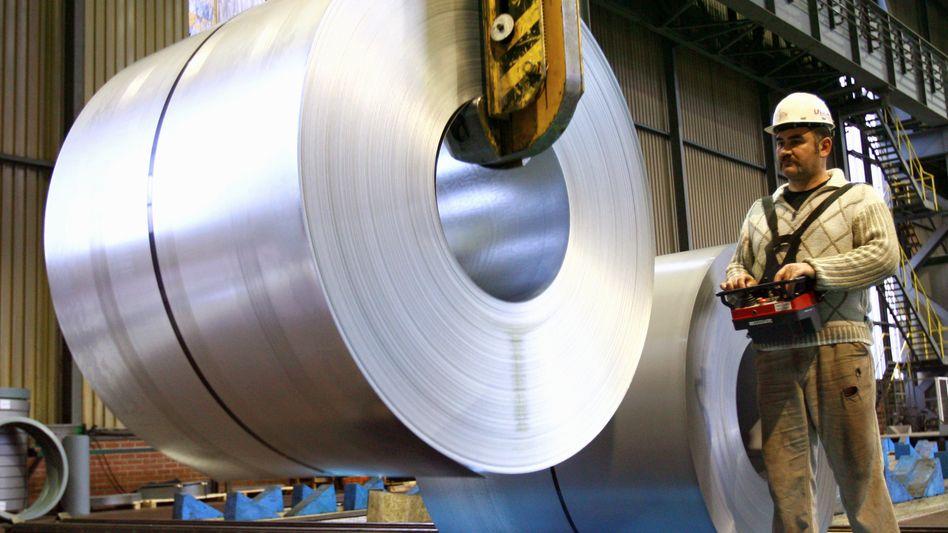 Stahlbranche spürt Gegenwind: Die lange Zeit verwöhnten Stahlhersteller fahren ihre Produktion bereits zum Teil zurück