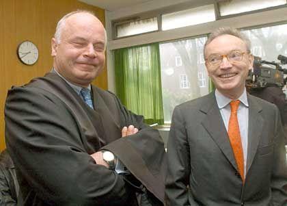 Vor dem Richter: Ex-Mannesmann-Chef Klaus Esser (r.) mit seinem Anwalt Ralph Wollburg im Düsseldorfer Landgericht