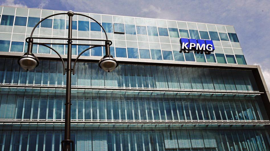 """Deutschlandzentrale der Wirtschaftsprüfungsgesellschaft KPMG in Berlin: """"drastischen Intervention"""""""
