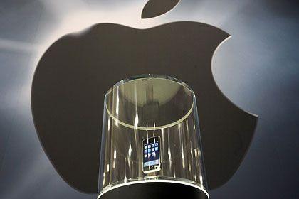 Taberenakel und Kruzifix: Ein iPhone-Modell nach der Präsentation im Januar