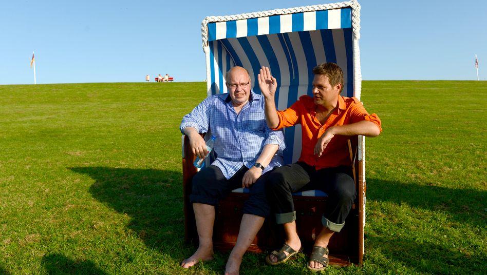 Wieviel Windkraft soll es sein? Schleswig Holsteins Energiewendeminister Robert Habeck (r.) und Bundesumweltminister Altmaier (li) sind sich nicht einig