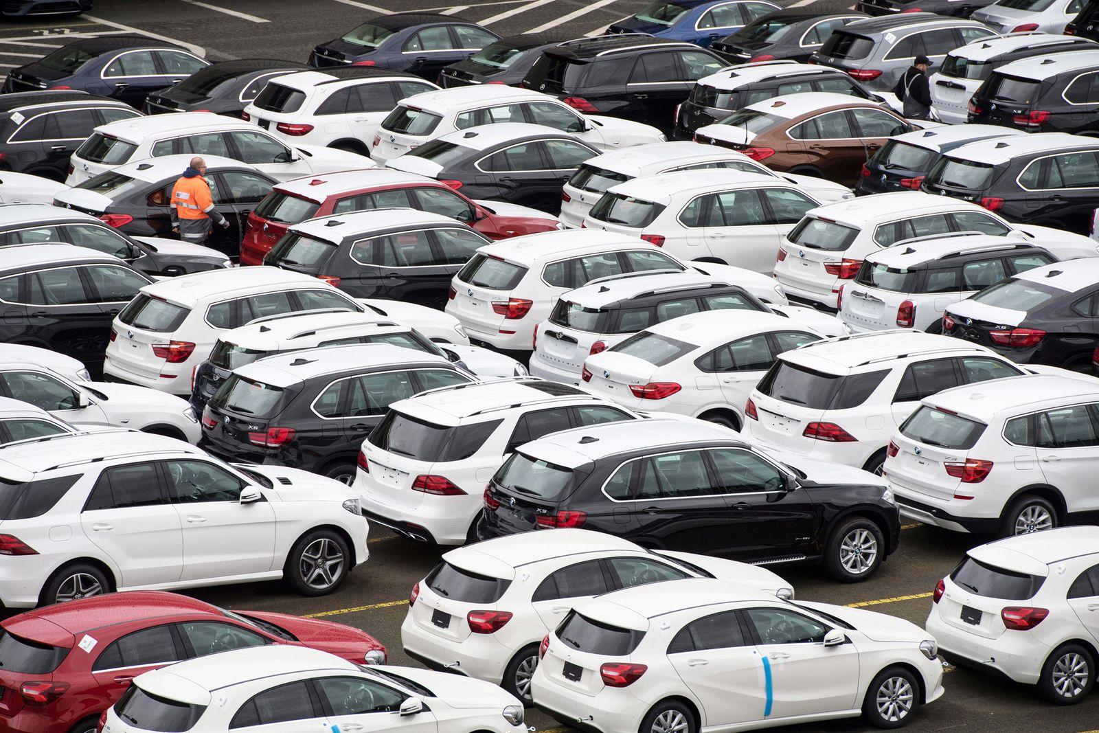 Neuwagen von Mercedes-Benz und BMW / Export
