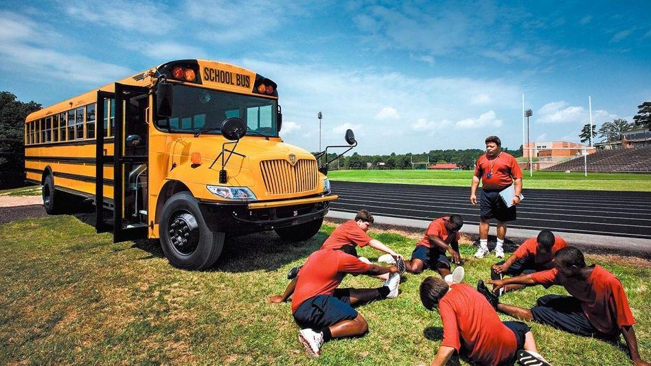 """""""Die Zukunft ist elektrisch"""": Auch die Schulbusse von Navistar – hier noch mit Verbrenner – fahren künftig mit E-Antrieb. Geliefert wird er von der Partnermarke Scania."""