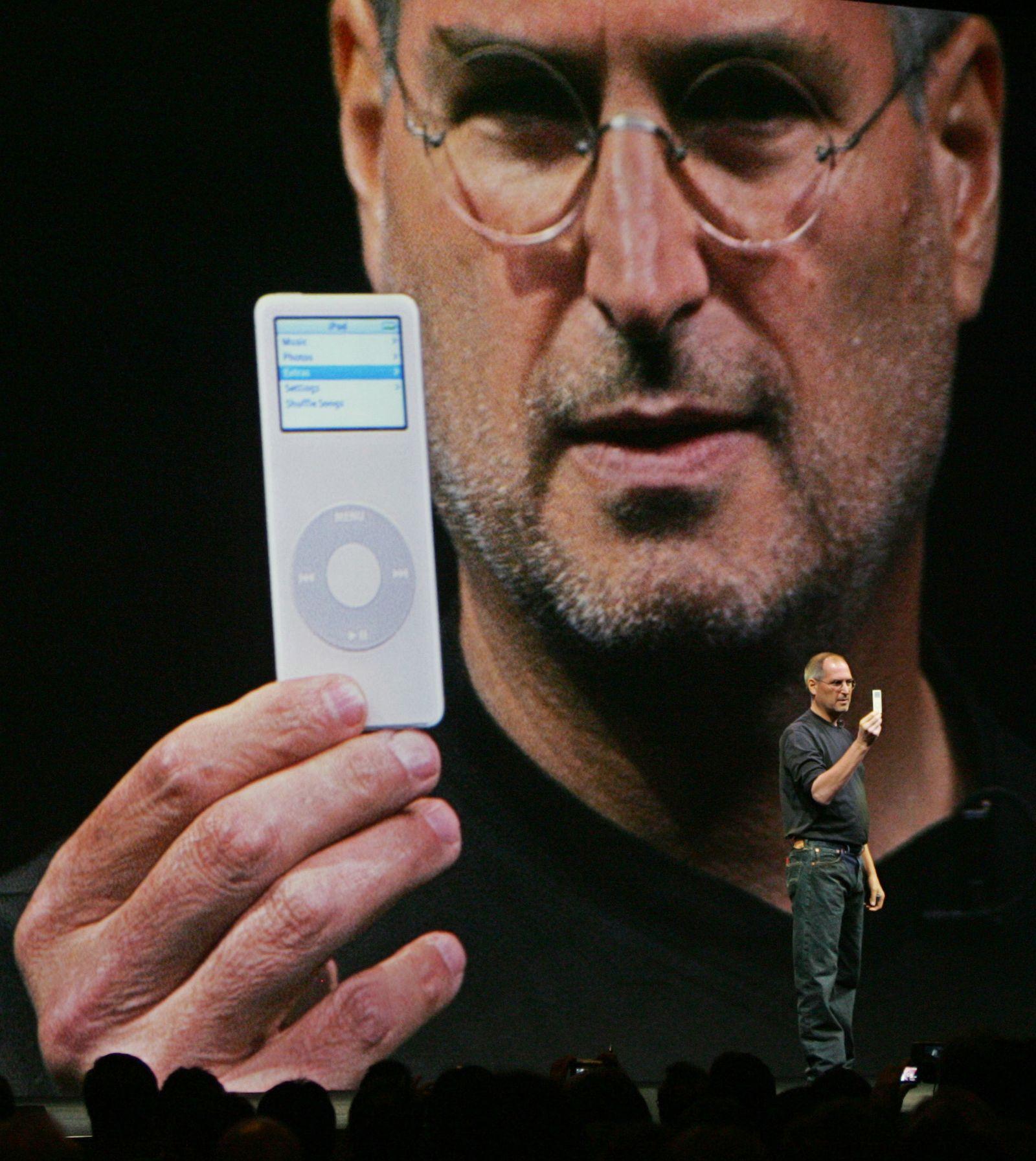 Steve Jobs iPdod nano 2005
