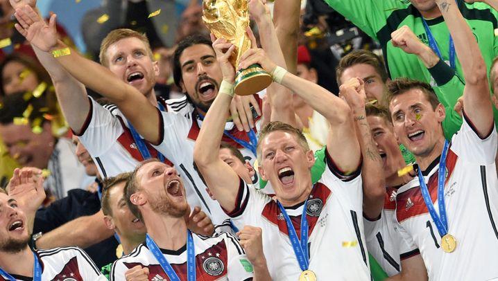 Fußball-Ausrüster: Diese Sportartikler liefern die Trikots der Bundesliga