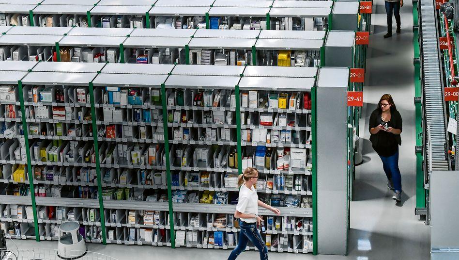 Enge Reihen, schmale Marge: Der Pillengroßhandel (hier das Lager in Gotha) muss sich neu erfinden. Es geht um Größe und neue Geschäftsmodelle.