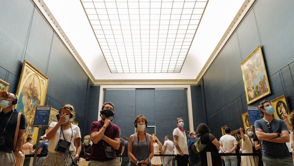 Port du masque obligatoire - Besucher im Louvre