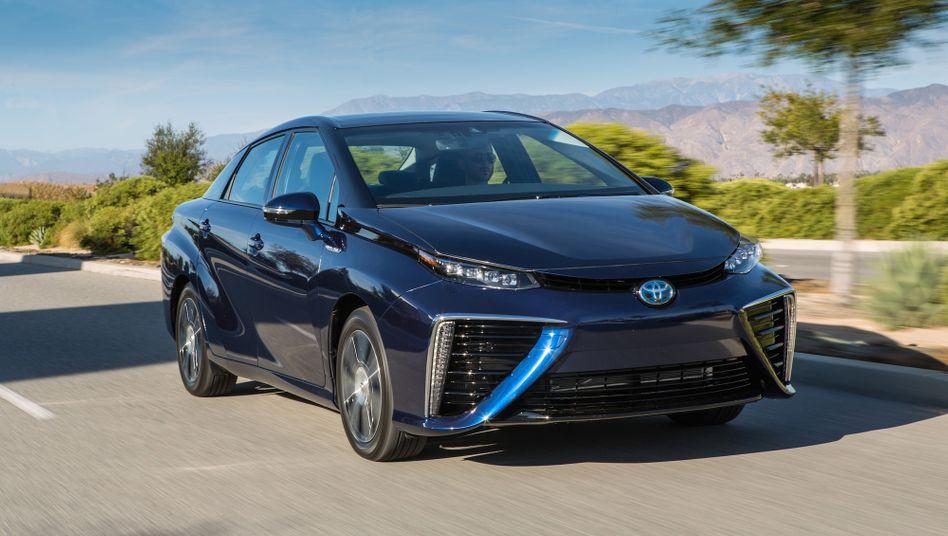 Toyota Mirai: Aus dem Auspuff kommt Wasser anstatt von Abgasen