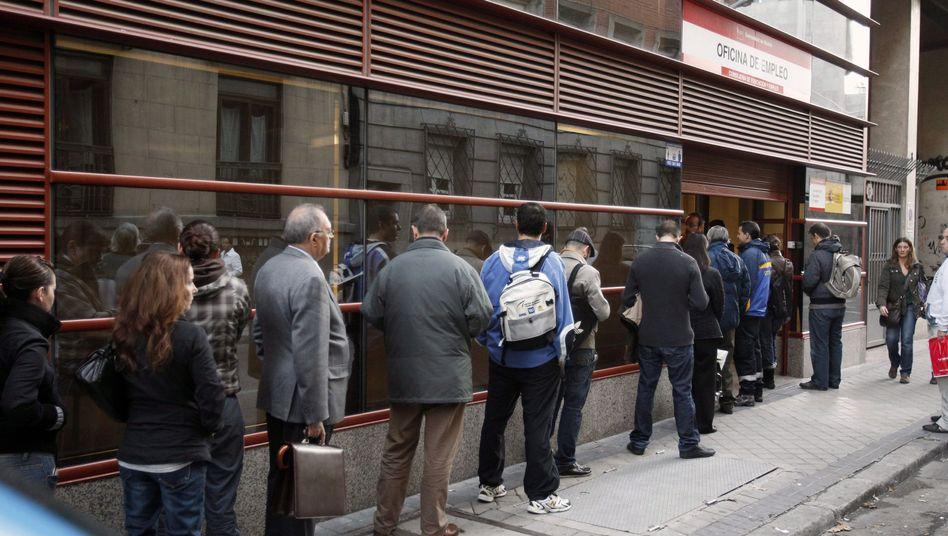Arbeitslose in Madrid: Derzeit weniger Beitragszahler zu Spaniens Rentenversicherung als noch vor einem Jahrzehnt