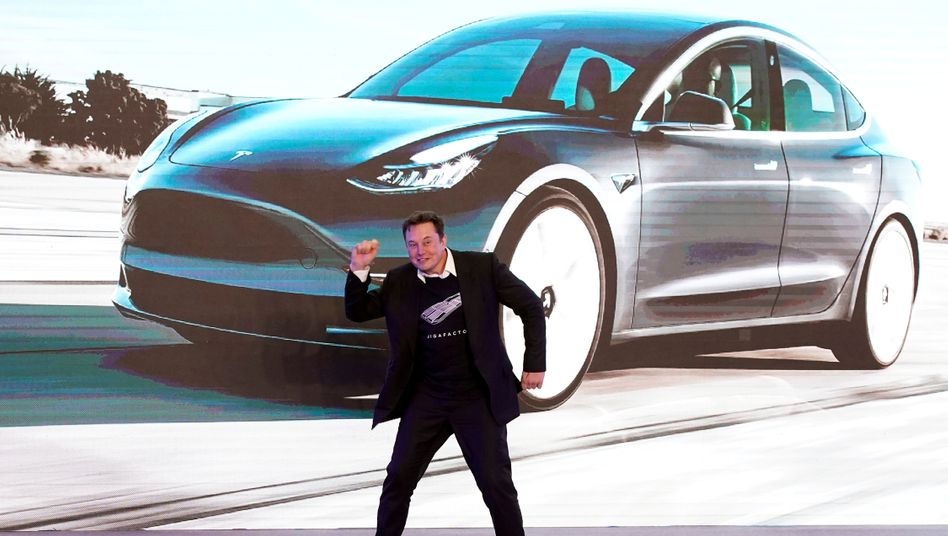 Twittert munter weiter: Laut einem Vergleich mit der US-Börsenaufsicht SEC müssen die Tesla-Verwaltungsräte die Tweets von Elon Musk eigentlich kontrollieren
