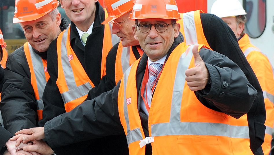 Baubeginn des Stuttgarter Tiefbahnhofes im Februar 2010: Zu diesem Zeitpunkt ist Hany Azer (r.) noch optimistisch, ein Jahr später gibt er die Leitung ab