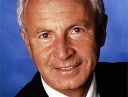 Mark Binz arbeitet als Fachanwalt für Steuerrecht in Stuttgart und ist Honorarprofessor für Unternehmensnachfolge. Im Februar 2000 stellte er zusammen mit seinem Partner Martin Sorg Strafanzeige wegen Untreue und brachte damit das Mannesmann-Verfahren ins Rollen.
