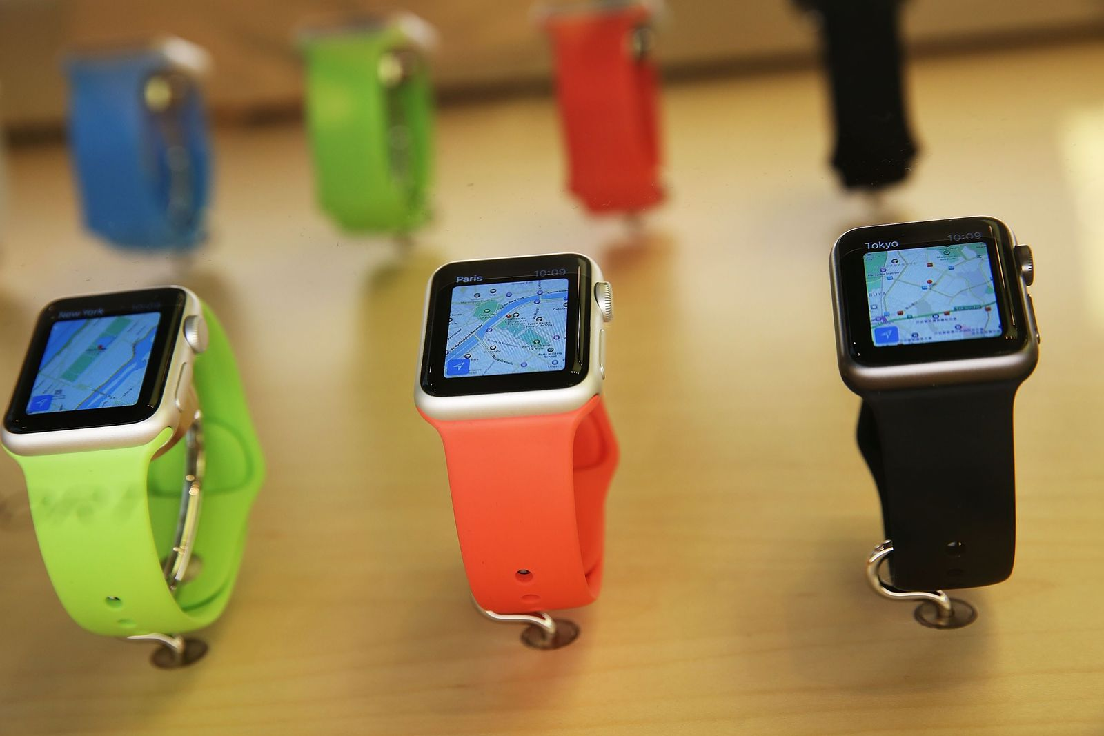 US-APPLE-PREVIEWS-ITS-NEW-IWATCH