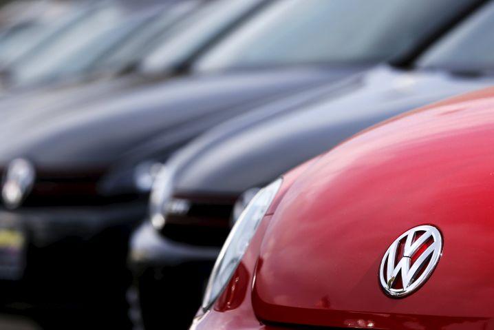 August 2015: Wegen Airbag-Problemen ruft VW in den USA 420.000 Autos zurück. Schwierigkeiten mit einer Feder am Lenkrad könnten dazu führen, dass der Airbag bei einem Unfall nicht auslöst.