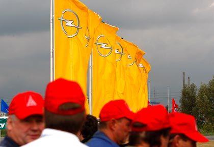 Unsichere Zukunft: Opel-Mitarbeiter protestieren in Antwerpen