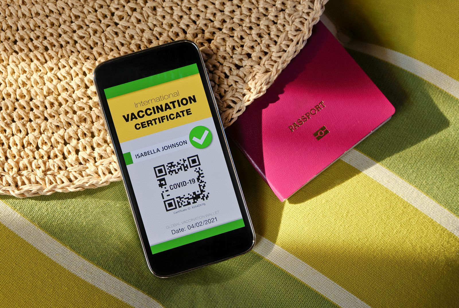 Mobile phone with digital international vaccination certificate for COVID-19
