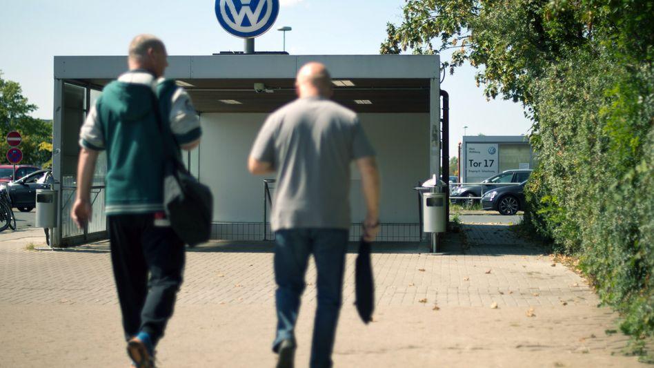 VW-Mitarbeiter in Wolfsburg: 4,3 Prozent mehr Lohn sowie ein tarifliches Zusatzgeld