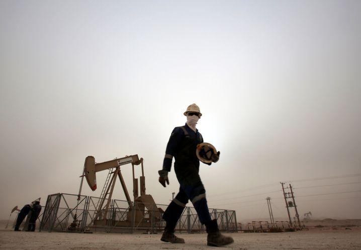 Ölförderung in Bahrain: Der Preis des schwarzen Goldes befindet sich auf Talfahrt, was viele Länder in Bedrängnis bringt