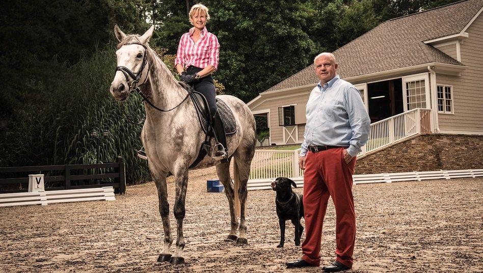 Pferdeflüsterer:Mit EhefrauBrigitteteiltMartin Richenhagendie Freude an der Reiterei. Beide leben in den USA - die Farm bei Atlanta war ein Geschenk an sie.