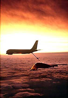 Fliegendes Flaggschiff: Northrops B2-Bomber bei der Luftbetankung