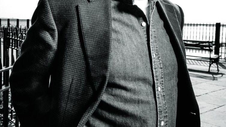 Ken Burns Der US-Dokumentarfilmer bringt seinen Zuschauern seit mehr als 30 Jahren das Leben von Präsidenten, Abenteurern und Sportlern nahe. Nach ihm ist der Ken-Burns-Effekt benannt, bei dem die Kamera auf verschiedene Details von Standbildern schwenkt und heranzoomt, um unbewegten Bildern Lebendigkeit zu verleihen. Burns hat viele renommierte Filmpreise gewonnen und ist einer der einflussreichsten Dokumentarfilmer Amerikas.